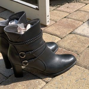 Life stride black mini boots size 8.5